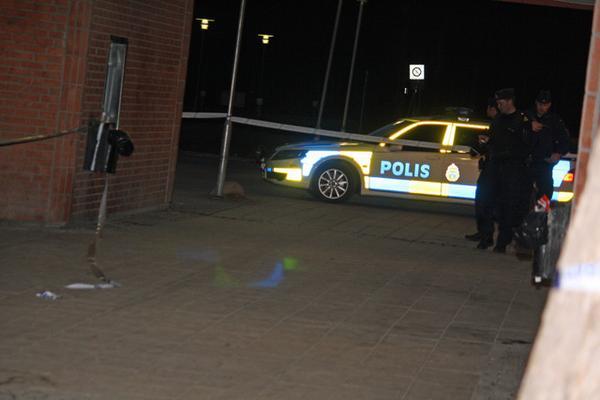 Den 34-årige mannen knivskar en annan man i Torvalla centrum i april förra året. Men hovrätten friar honom från anklagelserna om grov misshandel med hänvisning till att mannen agerade i nödvärn.