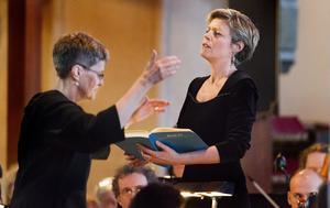 passionerat. Agneta Sköld och sopranen Karin Dahlberg. Foto: Rune Jensen