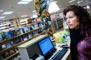 – Böcker som tas upp i TV-sofforna får en väldig genomslagskraft på försäljningen i butiken, säger Anna-Karin Kvarnström på Akademibokhandeln.