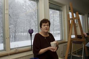 Blir inspirerad av havet. Eila Lindbloms favoritmotiv är havet. Hon älskar att måla av det.