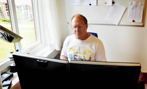Sverker Johansson vill fylla informationsglappet som finns på Wikipedia. Med hjälp av ett datorprogram har detta kunna varit möjligt att genomföra.