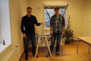 Även om Jonas Nilsson och Petter Tysk var längst in i lokalen så hängde de också med, deras idé var att kombinera olika material för att utveckla sin prototyp: en hängmatts-ställning.
