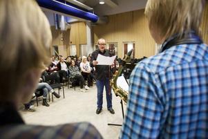 GÄSTLÄRARE. Nils Landgren hoppade in som lärare på Kulturskolan i går torsdag.