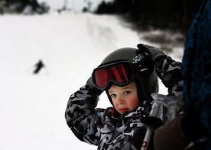 Emil Grönvall är inne på sin andra skidsäsong och var nöjd med premiäråket i stora backen.