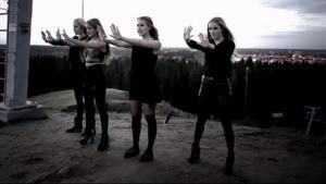 Högst upp på Hemlingbybacken var en av scenerna i musikvideon.