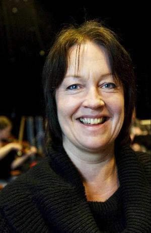 Maud Tretom är recitatör.