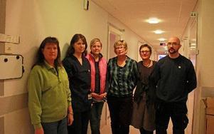 Några av de som ingår i den utökade organisationen i den kommunala hälso- och sjukvården. Åse Salwin, sjukgymmnast, Sara Lindevik, arbetsterapeut, Jenny Skånsjö, sjuksköterska, Ann-Charlotte Gunnarsson, medicinskt ansvarig sjuksköterska, Gertzie Nilsson, chef för hälso- och sjukvården och Mattias Becker, sjuksköterska.