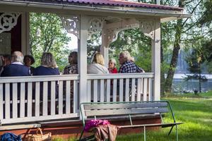 Medlemmar i Albert Viksten Sällskapet samlades på Ängratörn för att förbereda sommarens utställningar och guidningar.