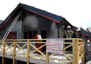 Utbränd lägenhet. Den ena lägenheten i parhuset blev helt utbränd och är totalförstörd efter torsdagens brand..