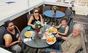 Först bland gästerna kom familjen Wemälv från Sveg. Kanti, Olivia och Valter Wemälv tillsammans med unge Alex Brandvold
