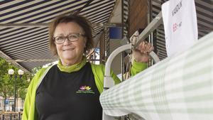 """Helena Nielsen, Colorama Adenskogs AB, tror att handeln tar extra fart när folk får tillbaka på skatten. """"Förhoppningsvis vill man spendera det på handeln här i Fagersta"""", säger hon."""