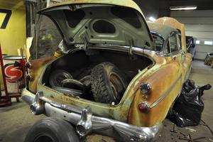 En av bilarna i Järudds garage. Så här brukar bilarna se ut när Steven börjar jobba med dem.