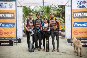 När tävlingen inledds bestod teamet av fyra personer. Den avslutade hade en hund tagit plats i gänget. Foto: Krister Göransson/ Peak Performance