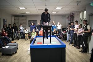 Stor uppslutning vid de avgörande robotkamperna. Här det vinnande laget som tog maxpoäng två gånger i rad.