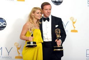 """Claire Danes och Damian Lewis tog hem bägge skådespelarpriserna under Emmygalan för sina insatser i spiondramat """"Homeland"""". TV-serien utsågs även till bästa drama."""