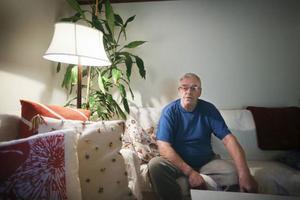 Benno Alander, 73, från Lugnvik, drabbades av blodpropp i benet och hamnade på akuten på Östersunds sjukhus. Där fick han vänta i nio timmar.