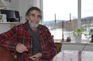 Erik Strömdahl fick tid att skriva sin självbiografi när han låg på hjärtintensiven på Hudiksvalls sjukhus. Det blev en bok på över 400 sidor med mängder av bilder, från barndomen och framåt.