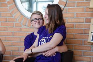 Johan Samuelsson och Klara Diffner Hellsten, som även är ett par, har redan smygstartat sitt företag Mjälgas gräs och klipp som de driver tillsammans.