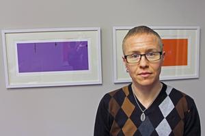 Alex Fridunger, RFSL:s utbildare, hjälper verksamheten Kulturutveckling att nå målen som krävs för hbtq-certifiering.