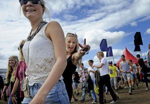 Humöret är på topp och stämningen har återvänt till festivalbesökarna. Foto: Erik Mårtensson