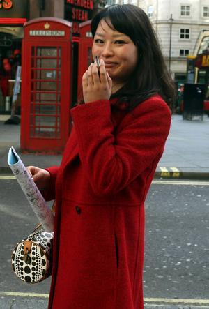 Gatulivet i London pulserar också i dag.