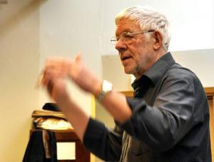 Walter Granlund är Veteranorkesterns dirigent.