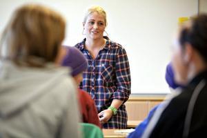 NYTT GREPP. Anna Eklund-Arostegui är ny skolkurator på Stigslundsskolan sedan 1 september. Nu är hon i färd med att kalla alla elever i sjunde klass till enskilda samtal. Först på listan står klass 7A.