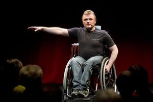 Lars-Göran Wadén inspirerar kommuner med flera att bygga bort hinder som gör människor funktionshindrade.