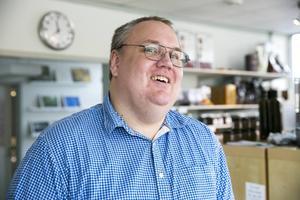 Anders Laby räknar ut att familjeföretaget producerar mellan 150 000 och 200 000 praliner per år.