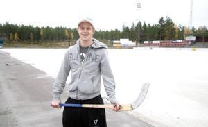 Brobergs U23-landslagsman Adam Gilljam längtar att få träna på hemmaplan och hoppas att kylan snart kommer.
