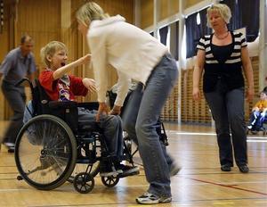 Visst är det kul att dansa även om man som Felix sitter i rullstol.