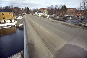Tung trafik genom Sörforsa ökar behovet av en gång- och cykelbana fram till Kaked.