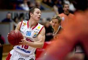 Jakob Sigurdarsons Sundsvall Dragons tog en meriterande seger inför slutspelet då tabellettan Norrköping besegrades på bortaplan.