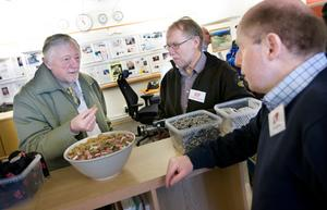 Nils-Axel Didriksson besökte LT och passade på att prata lite med Lennart Mattsson och Agne Svärd.