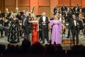 En sjudundrande skål utbringades av solisterna Marianne Eklöv, Fredrik Zetterström, Marianne Hellgren Staykov, Jonas Degerfeldt och Hillevi Martinpelto samt Kjell Lönnå.