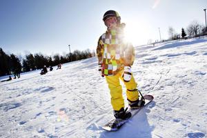 Maximus Blom susade ner för backen på sin snowboard, om och om igen.