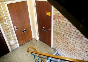 Dagen efter mordet var lägenheten på Östergatan fortfarande avspärrad.