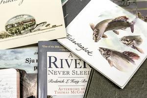Det finns många typer av fiskedagböcker. Allt från enkla anteckningsböcker till vackert formgivna böcker. Dessutom ärdet en del fiskedagböcker som har legat till grund för uppskattade fiskeböcker.