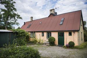 Författaren Ida Magntorn bor i ett hus i Lund som består av en del från 1880-talet och en från 1930-talet.