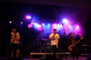 Det unga bandet gav allt trots ett klen publik. The Secondaries varriktigt tajta på scen trots att de bara spelat tillsammans i ett år.