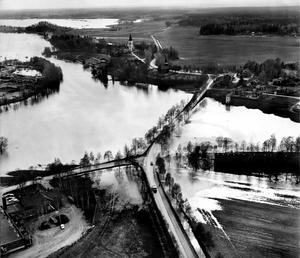 Så här såg det ut när Kolbäcksån svämmade över sina bräddar 1977.