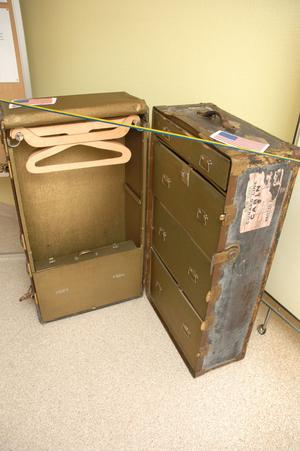 AMERIKAKOFFERT. Det var många finesser i de gamla amerikakoffertarna med utdragbara galghängare, många lådor, samt en portfölj.