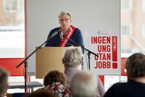 Christer Hallingström, Socialdemokraternas ordförande Häverödal, talade i Hallstavik.