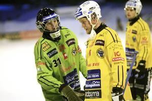 Dennis Wasberg med lagkamraten Jonas Nygren.