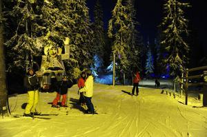 Trollet Åke Skider välkomnar besökarna till den LED-belytsta Trollskogen.