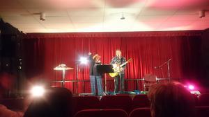 Py Bäckman och Janne Bark på scenen i Sveg.
