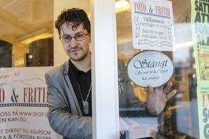 Caj Källman planerar för att sälja eller stänga foto- och bokhandeln i Sveg.