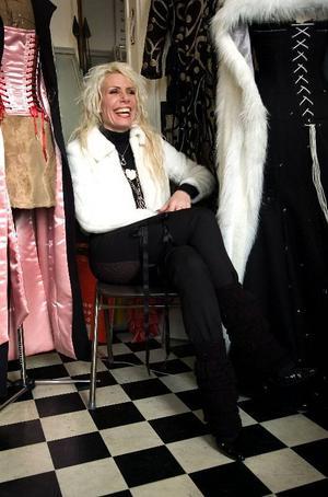 Korsettmode. Snygga att se och spännande att bära är Anne Perdéns korsetter med stålskenor och snörliv som känns helt helt rätt just nu år 2007.
