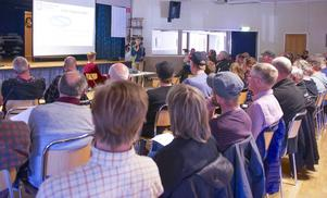 De sextio personerna i publiken var på intet sätt eniga om huruvida ett regleringsområde är en bra idé eller inte.