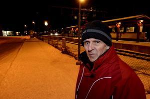 Karl-Erik Gustafsson, 64, är besviken på försämringarna för resenärer norr om Lindesberg.
